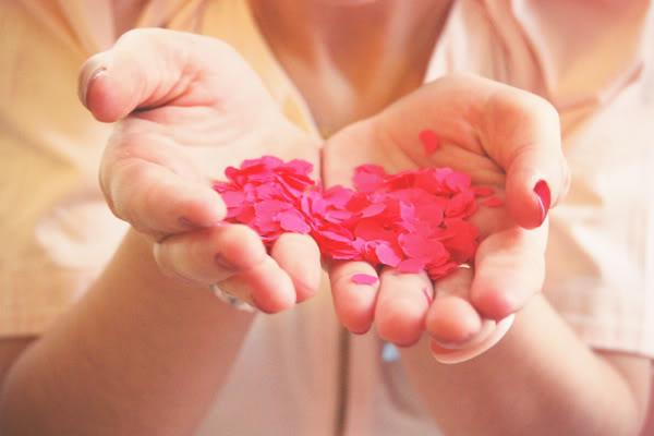 confettis hands