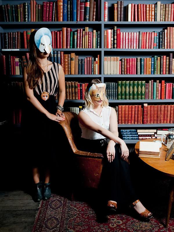 Used Book Café MERCI shooting Tode masques
