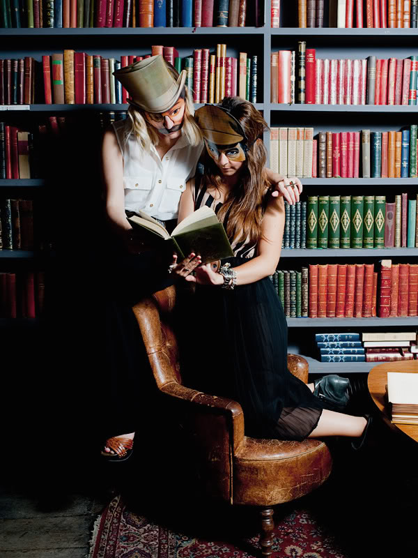 Used Book Café MERCI shooting Tode masques