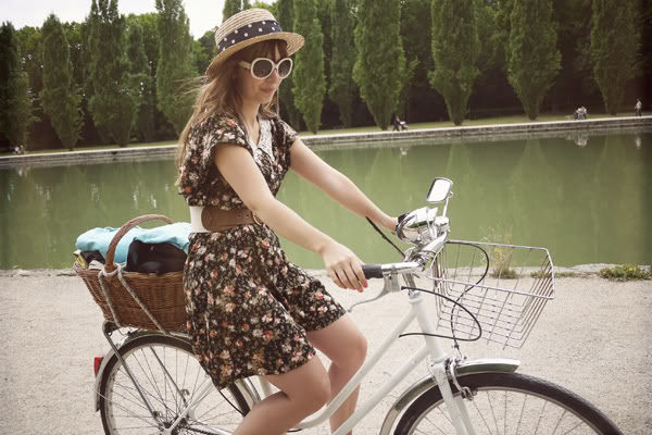 jumpsuit parc Sceaux bicycle picknic