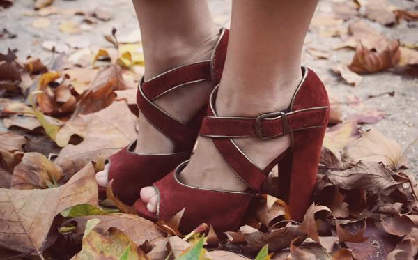 Fall look crop pullover carrot pants New Look heels