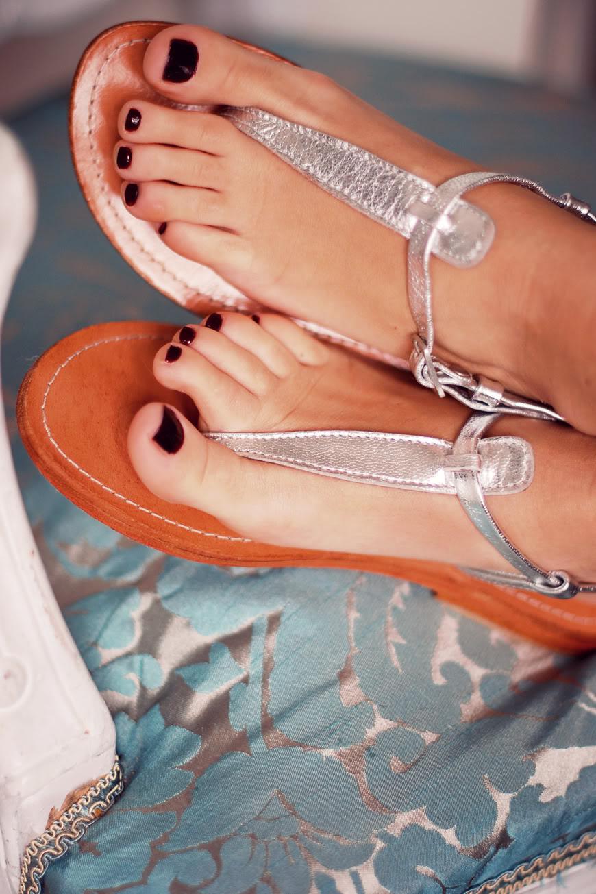 pieds feet nu-pieds Les Tropeziennes silver essie vernis