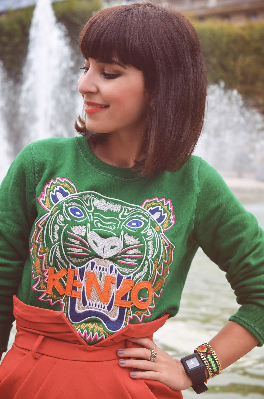 Sweat tigre Kenzo vert green 2012 tiger sweater jumper Helloitsvalentine french blogger shooting Paris Hey Boy, Hey Girl streetstyle Valentine helloitsvalentine Palais Royal Paris Kenzo sweater Tiger green rainy day