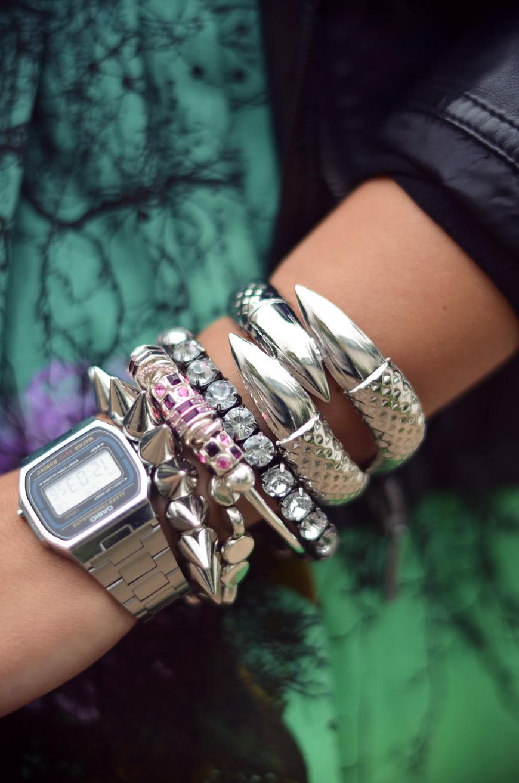 streetstyle Black Rainbow Chamilia bracelets accumulation armswag jupe Asos boots Valentine Helloitsvalentine