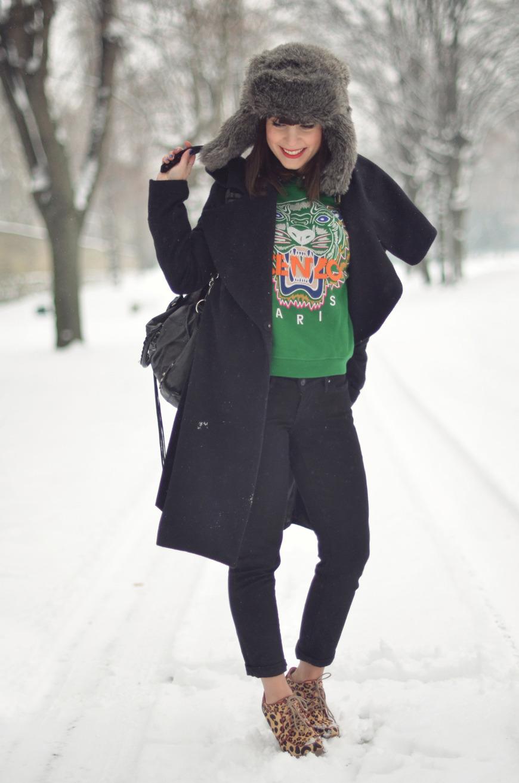 Sweat tigre Kenzo vert green 2012 tiger sweater jumper Helloitsvalentine french blogger snow shooting Paris Matriochka streetstyle snow Hello it's Valentine helloitsvalentine blogger look fashion