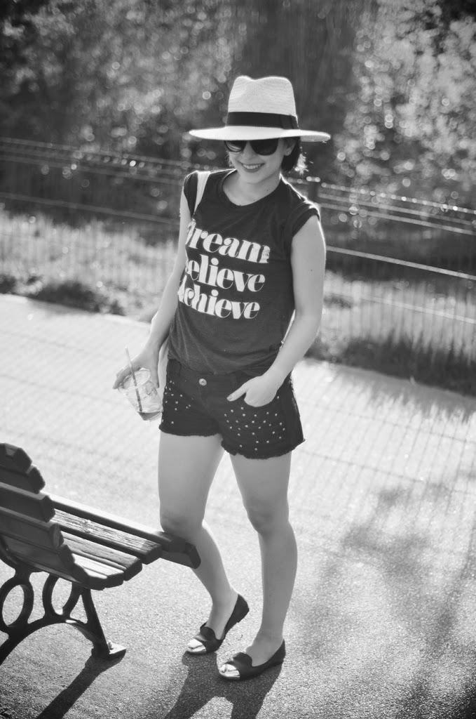 Shadowboxer Helloitsvalentine french blogger streetstyle shorts straw hat summer style