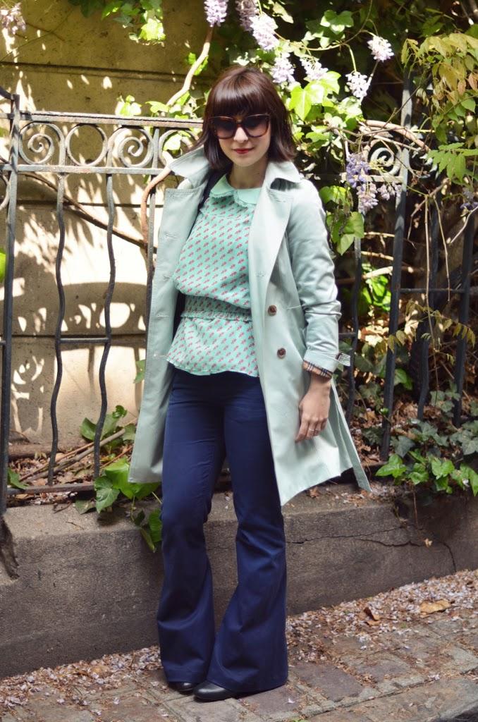Square Montsouris Paris Helloitsvalentine streetstyle jeans flare trench Céline New Audrey sunnies