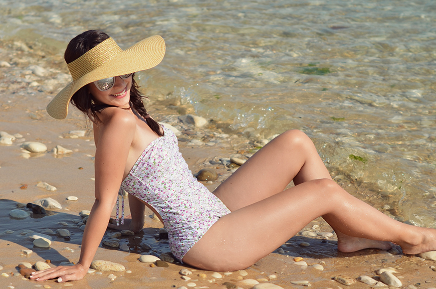 Marpraia Lyberty swimsuit maillot une pièce Hello it's Valentine blogger french île de Ré sea beach ocean plage capeline & other stories &otherstories hat chapeau été