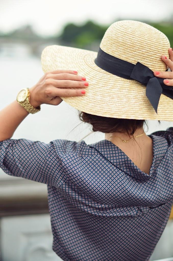 Gabina hat chapeau capeline paille Les Néréides boucles d'oreilles Amoureux à Paris Hello it's Valentine Pont Alexandre 3