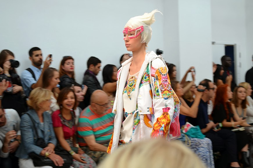 défilé S/S 2014 de Manish Arora Hello it's Valentine Paris Fashion Week
