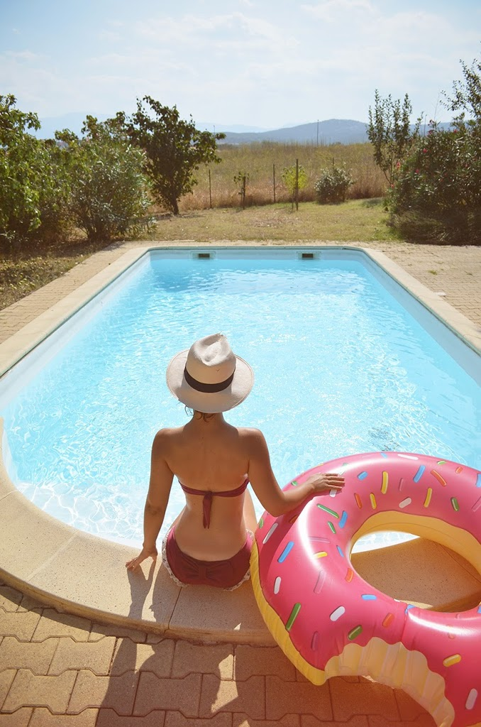 The Donut pool float Hello it's Valentine swimming pool holidays