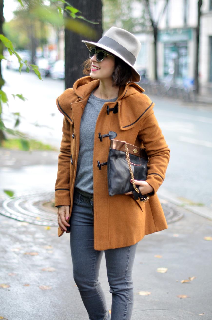 Cinnamon Girl streetstyle L'Irresistible boots Bobbies paillettes glitter duffle coat Lee Hello it's Valentine helloitsvalentine