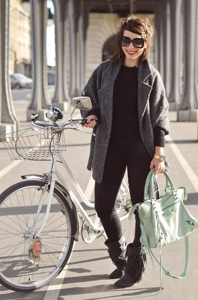 #FallingInLoveWith Watch Hunger Stop Michael Kors Helloitsvalentine couple french fashion blogger campaign bicycle