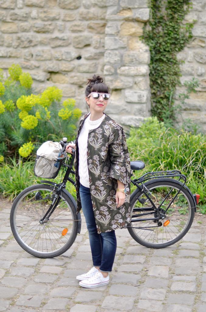 The Notting Hill Shopping Bag Helloitsvalentine bike bicycle stroll french parisian blogger lifestyle outfit casual cool Concerse All Star