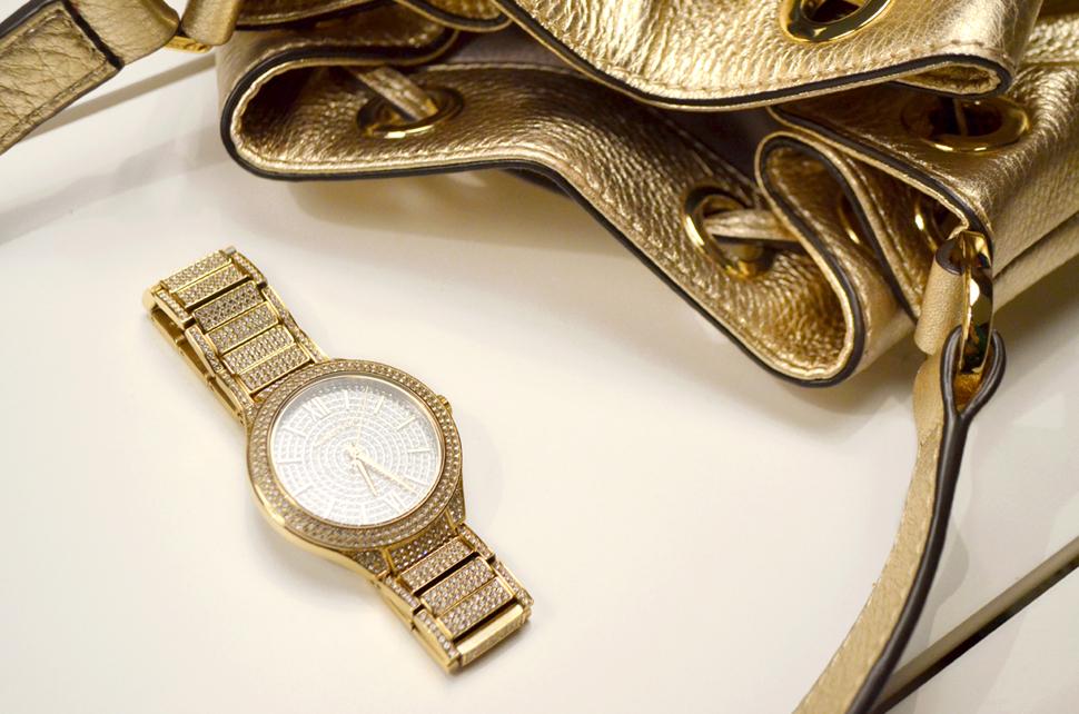 Michael Kors golden helloitsvalentine bag watch clutch or doré