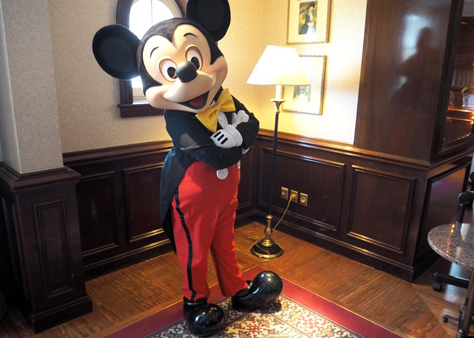 Helloitsvalentine_Disneyland_Spring_11
