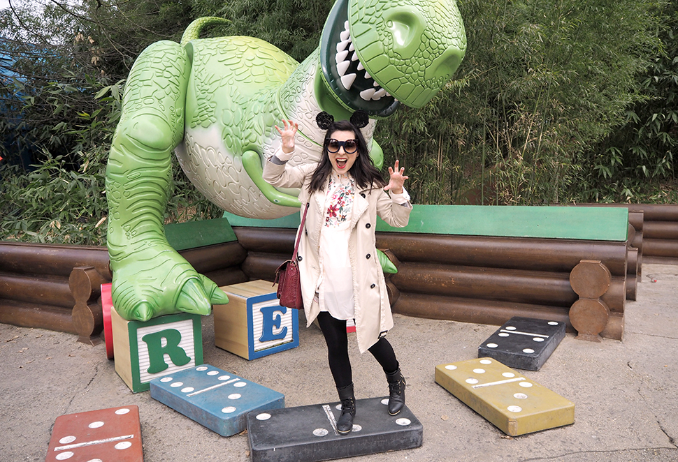Helloitsvalentine_Disneyland_Spring_20