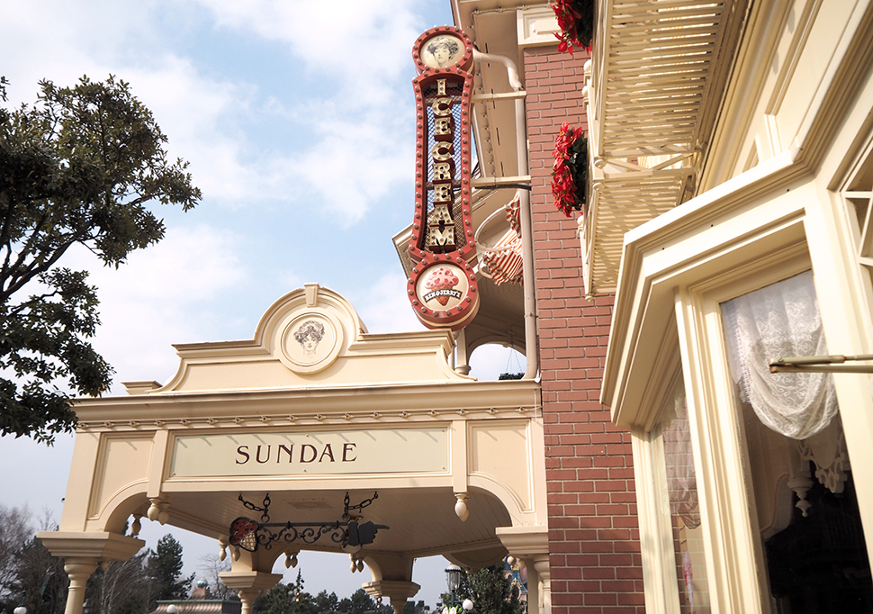 Helloitsvalentine_Disneyland_Spring_28