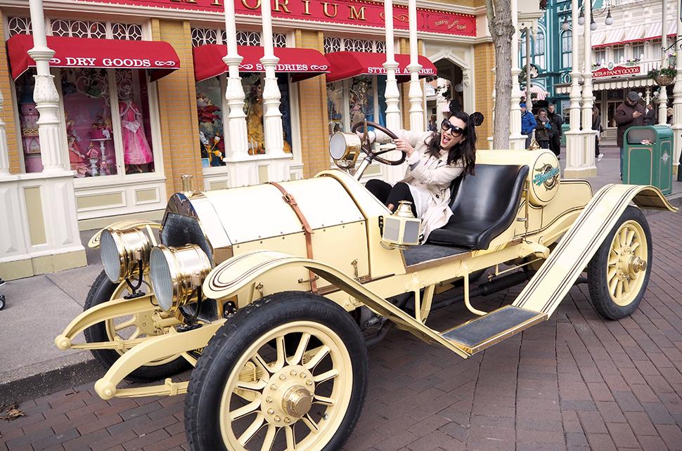Helloitsvalentine_Disneyland_Spring_31