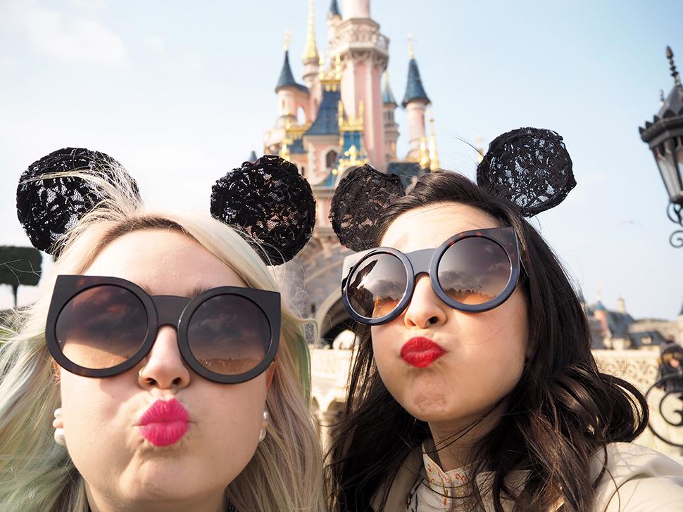Helloitsvalentine_Disneyland_Spring_43