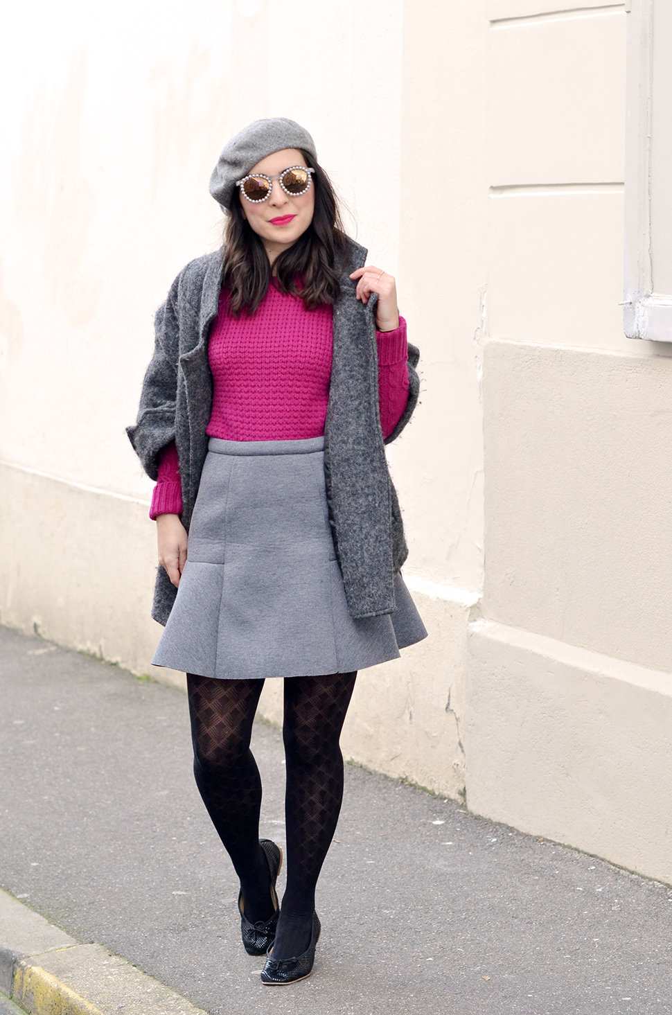 grey_outfit_pink_jumper_7