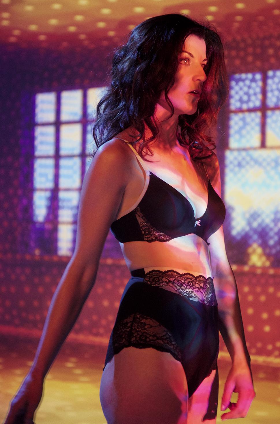Coralie-porte-Contouring-Sensation-Magic-Wire-©Alfredo-Piola---Triumph-by-Label-Dalbin