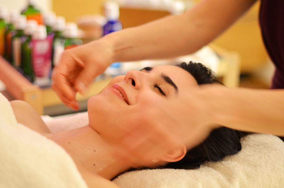 Helloitsvalentine_Weleda_massage_1