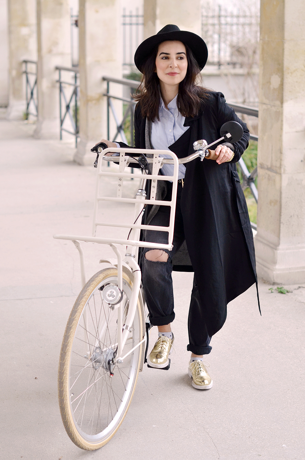 Helloitsvalentine_blacktrench_bicycle_2