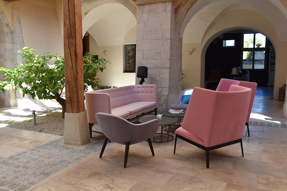 helloitsvalentine_couventdesminimes_provence_lobby_20