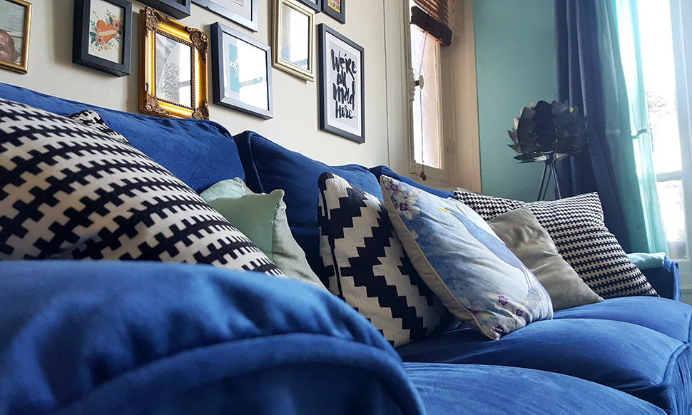 helloitsvalentine_blue_couch_comfortworks_8