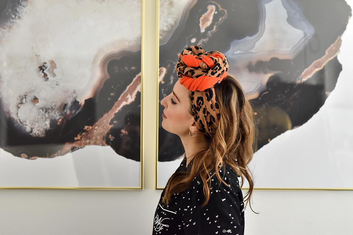 3882f186ee8 Mon foulard vient de chez Zara (acheté au printemps) Haut de pyjama via  Wildfox Couture (old)